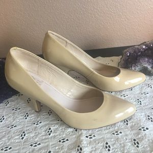 Vince Camuto Nude Heels, Size 8